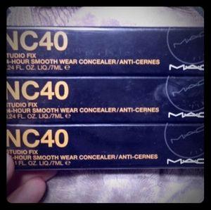 Mac NC40 Concealer